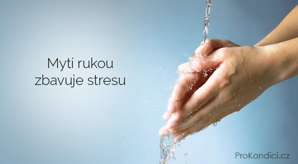 myti-rukou-zbavuje-stresu